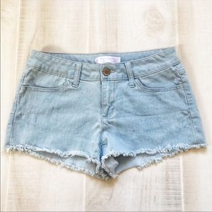 NO BOUNDARIES FRAYED JEAN SHORTS SIZE 9